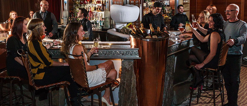 Canada_Whistler_Hotel-Listel_bar.jpg
